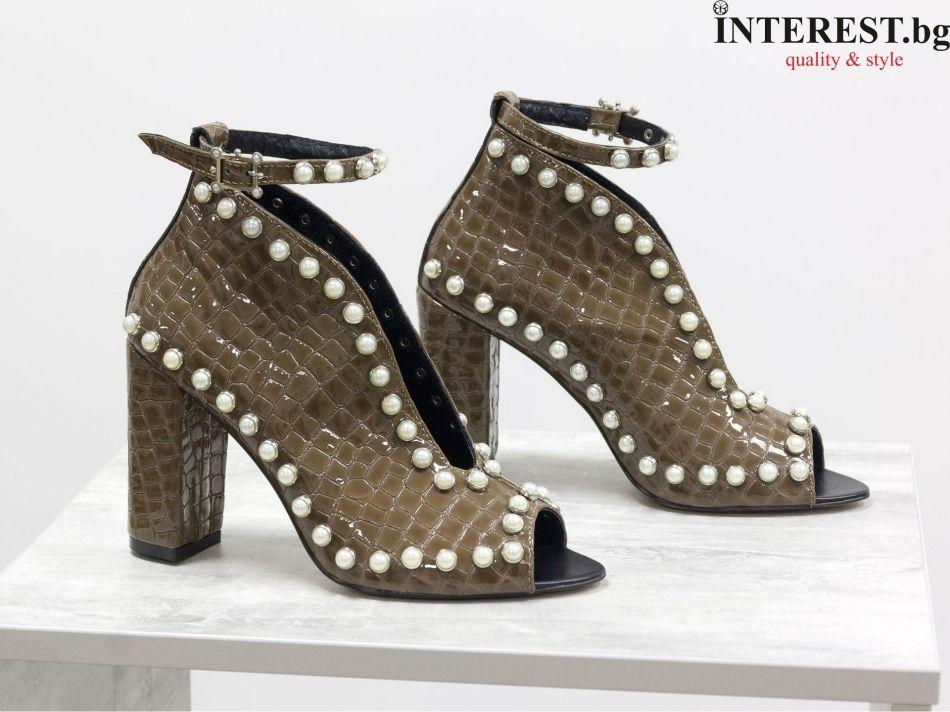 060abdbd7c2 Дамски обувки - Дисотис - карамелена лакова кожа с текстура ''питон'' и бели  перли